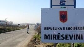 Vetëvendosje vë flamurin në kufi me Serbinë