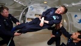 Stephen Hawking dhe misteret e universit