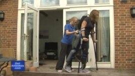 Skeleti robotik ndihmon lëvizjet e paraplegjikëve