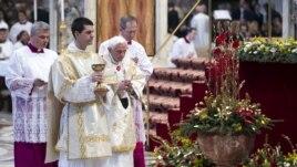 Papa Benedikti, thirrje për paqe