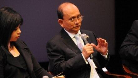 ျမန္မာသမၼတ ဦးသိန္းစိန္ နယူးေယာက္ အာရွ လူ႔အဖြဲ႔အစည္း တြင္ ေဆြးေႏြးပြဲ ျပဳလုပ္စဥ္ Sept. 27, 2012. (Kenji Takigami/Asia Society)