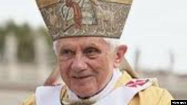Krishtlindjet – Papa Benedikti lutet për paqe