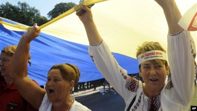 В Харькове протестовали против расширения статуса русского языка